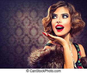 Retro-Frauenporträt. Überraschte Dame. Vintage-Stilfoto