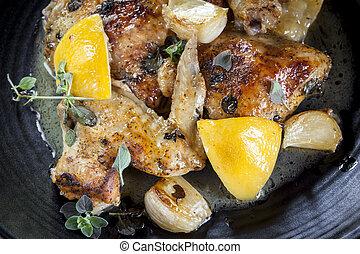 Roast Hühnchen mit Zitronen-K Knoblauch und Thymian