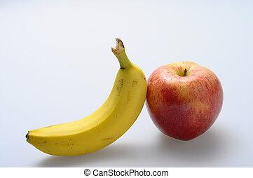 Roter Apfel und Banane.