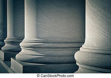 Säulen des Rechts, der Bildung und der Regierung