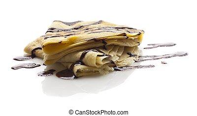 Süßer Pfannkuchen mit Schokolade auf weiß