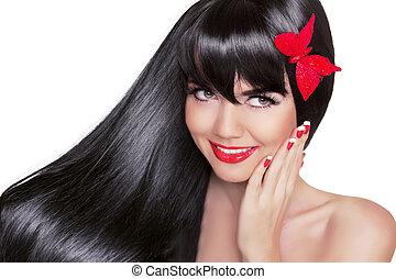 Schöne Brünette mit gesundem, langem schwarzen Haar. Beauty Glamour Fashion Portrait von glücklichen, lächelnden Mädchen Modell mit hellem, auf weißem Hintergrund isoliertem Urlaubsbild.