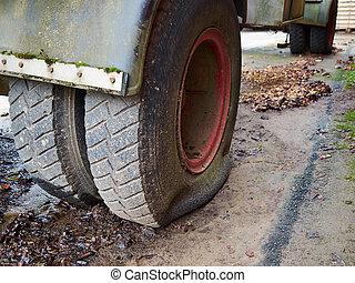 Schließung der LKW-Flachreifen Straßenverkehrssicherheit.