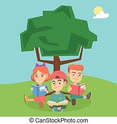 Schulkinder lesen Bücher unter einem Baum über die Natur.