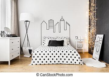 Schwarze Wand im hellen Schlafzimmer.
