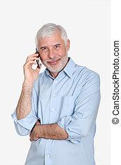 Senior Mann mit Handy.