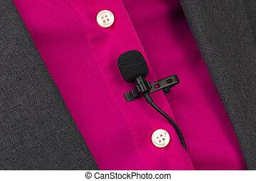 shirt., befestigt, ton, klein, aufzeichnungsstimme, mikrophon, wäscheklammer, frau