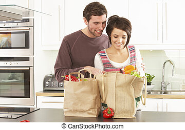 shoppen, paar, modern, junger, kueche , auspacken