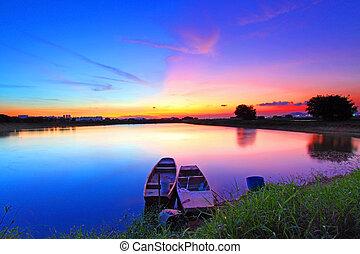 Sonnenuntergang über dem Teich