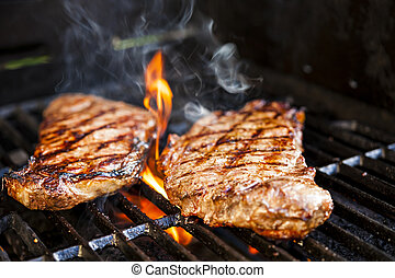 Steaks auf Barbecue.