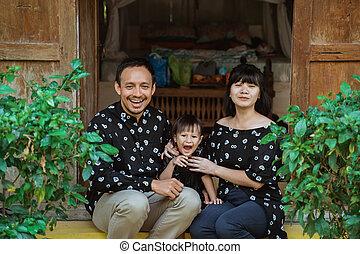 tür, glückliche familie, klein, sitzen, asiatisch, töchterchen, front