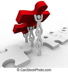 Teamwork bringt das letzte Stück in Puzzle