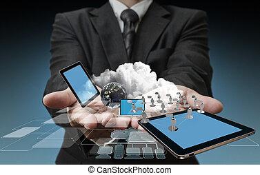 Technologie in den Händen von Geschäftsleuten