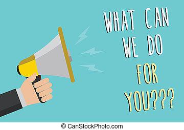 Textzeichen, was können wir für Sie Frage-Fragen tun. Konzept-Foto wie kann ich helfen Man halten Megaphone Lautsprecher blaue Hintergrund Nachricht laut sprechen.