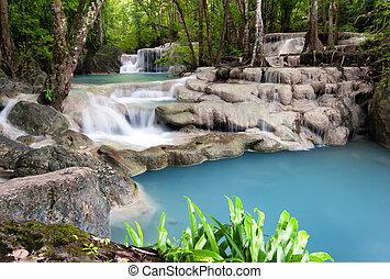 Thailand Outdoor Fotografie von Wasserfall im Regenwald.