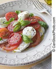 Tomaten-Mozzarella-Käse und Basilikumsalat