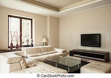 Travertine-Haus: helles Wohnzimmer