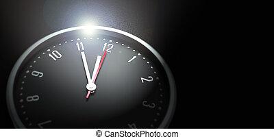 Uhr auf schwarzem Hintergrund.