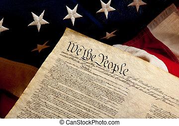 Unabhängigkeitserklärung und amerikanische Flagge.