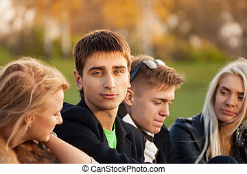 Vier Freunde nach dem Unterricht