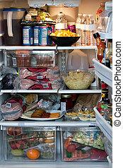Voll ausgestatteter Kühlschrank