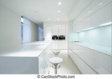 Weiße Küche.