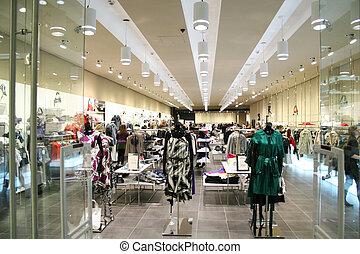Weibliche Kleider im Laden