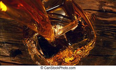 whisky, glas, gießen, kugel, oberseite
